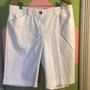 Karen Scott white shorts size 16